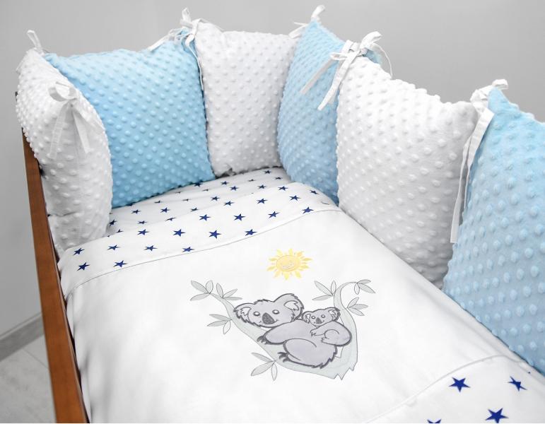 Vankúšikový mantinel s Minky s obliečkami s výšivkou - biela, modrá, hviez/gran - Koala