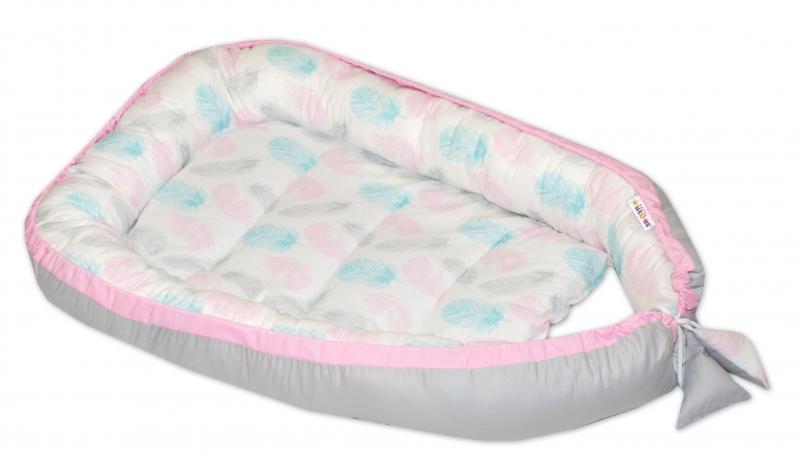 Baby Nellys Obojstranné hniezdočko, kokon 60x90cm - Pierka, sivá/ružový lem
