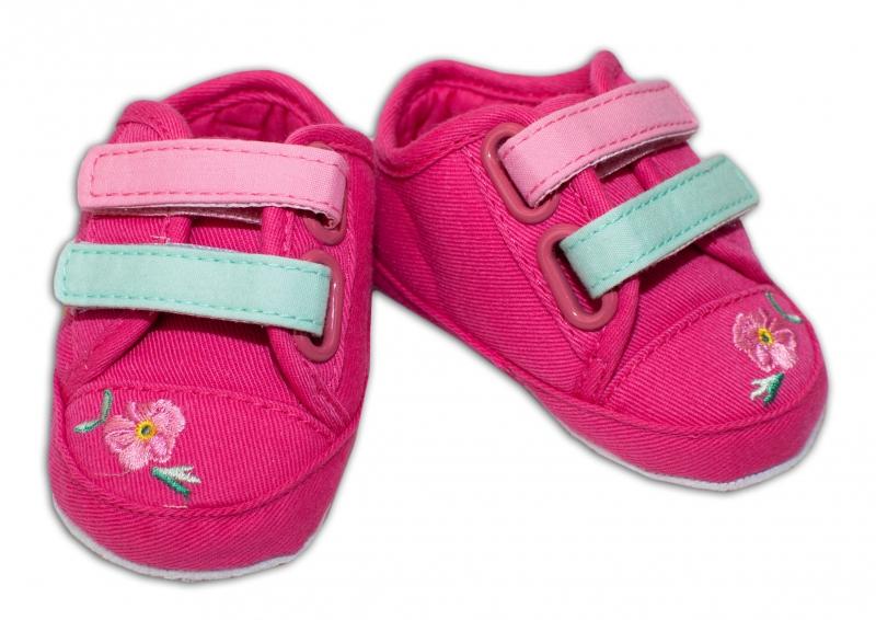 YO! Dojčenské topánky /capáčky s výšivkou kvetinek - malinové-0/6 měsíců