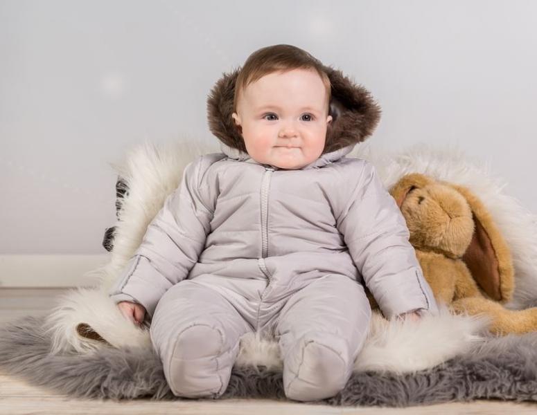 Kombinéza s kapucňou a kožušinkou Baby Nellys ®prošívaná - sv. sivá, veľ. 68-68 (4-6m)