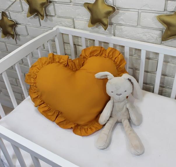 Baby Nellys Dekoračné obojstranný vankúšik - Srdce, 45 x 40 cm - horčicové