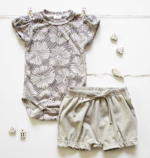 K-Baby 2 dielna detská súprava, body s kraťasky Girl Flowers - šedá, béžová