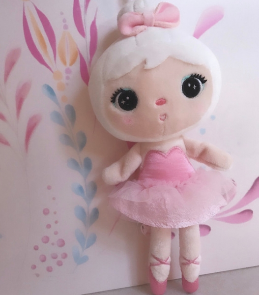 Mini handrová bábika Metoo s klipom Baletka, ružové šatôčky, 22cm