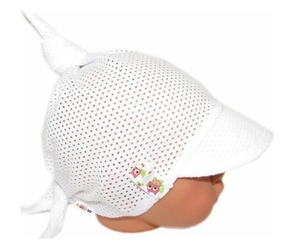 Baby Nellys Detský sieťkovaný šatok so šiltom na zaväzovanie, GIRL sovičky - biely-#Velikost koj. oblečení;68-86 (6-18m)