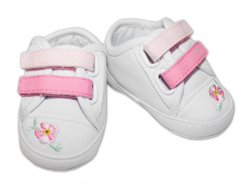 YO! Dojčenské topánky /capáčky s výšivkou kvetinek - biele-0/6 měsíců