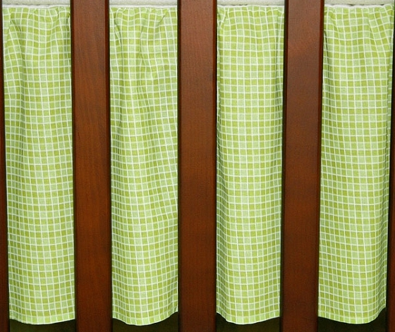 Krásny volánik pod matrac - Kostička zelená