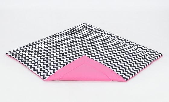 Hracia, prebaľovacia podložka 120x120cm - biela/zigzag čierny-ružová