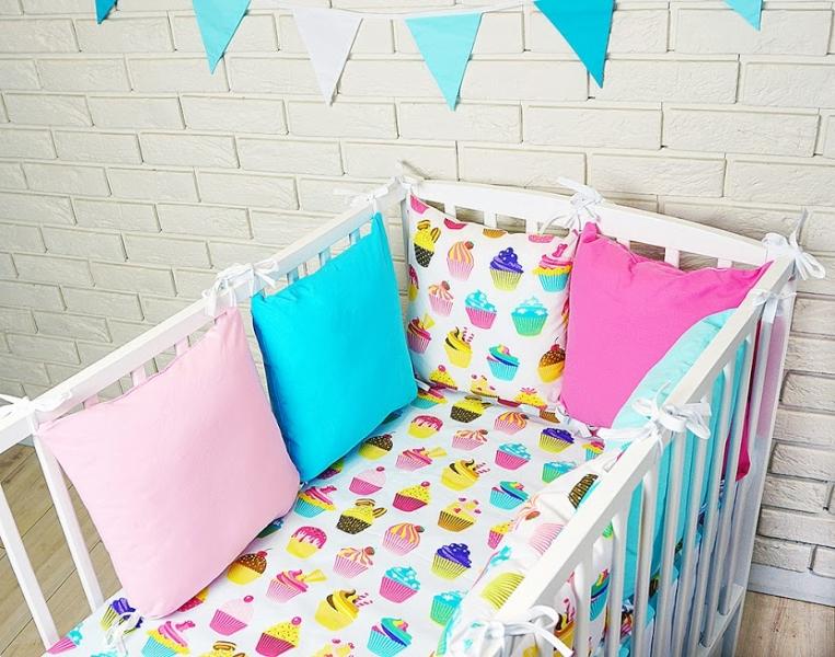 Baby Nellys Vankúšikový mantinel s obliečkami - sladkosti, růžová/modrá, 135x100 cm