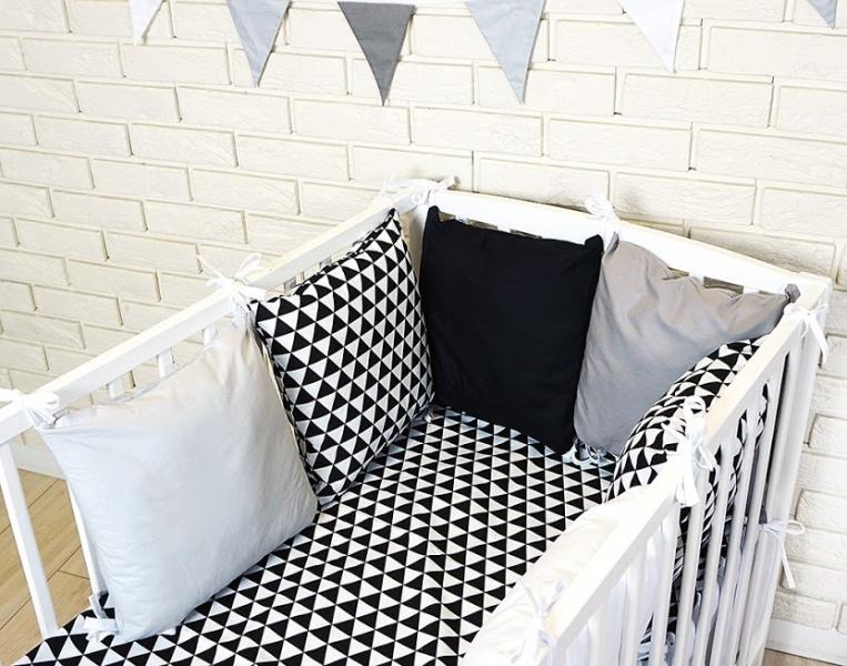 Vankúšikový mantinel s obliečkami - trojúholníčky, čierna/biela/šedá,135x100 cm