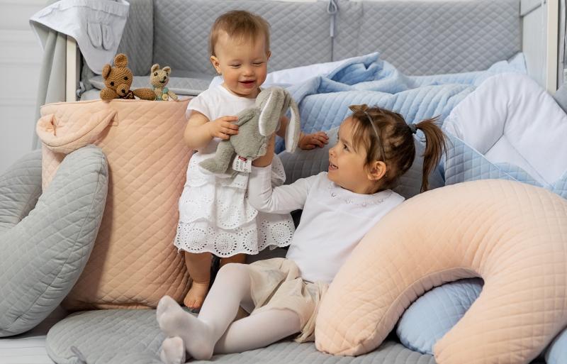 Dojčiaci vankúš - Velvet lux Miminu, prešívaný - mätová