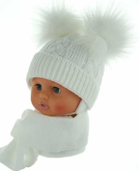 BABY NELLYS Zimná čiapočka s šálom - chlupáčkové bambuľky - biela