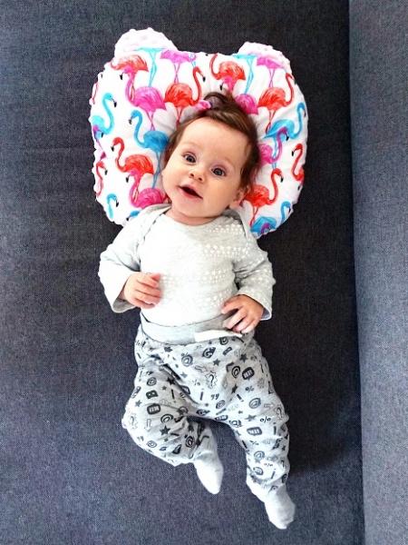 Baby Nellys Obojstranný vankúšik s uškami, 30x35cm - Trojúholníčky, Minky biela