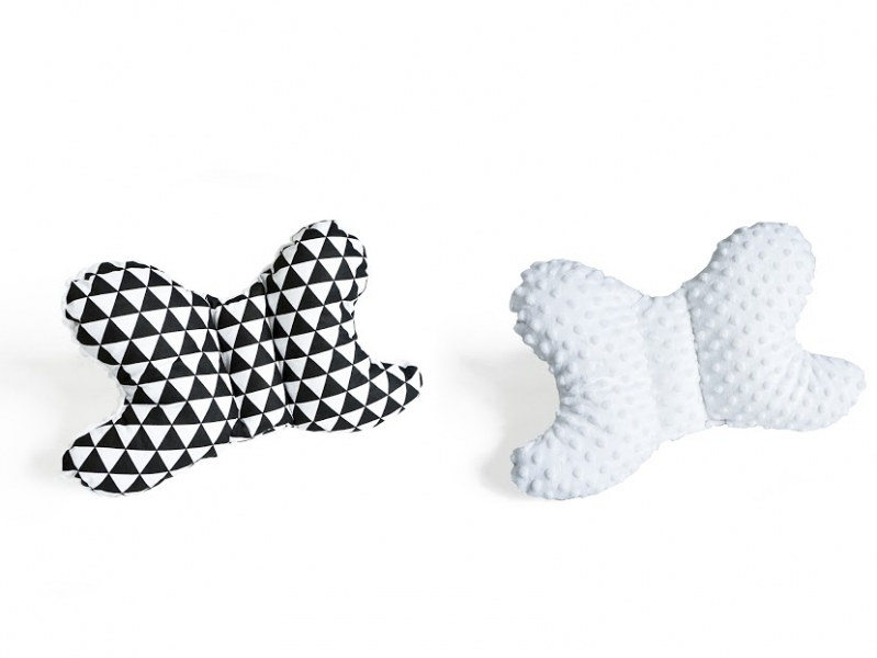Obojstranný vankúšik Motýlik - Trojúholníčky, minky biela